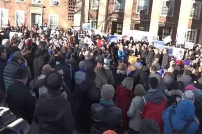 Huge protests erupt in New York against Donald Trump Muslim ban