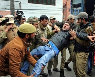 Indian Police crackdown against Kashmiri people in IOK