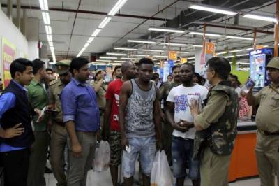 Indian mob attacks Africans in North India