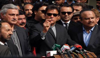 Imran Khan exposes under hand deal of PML(N)-PPP