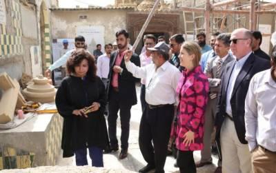 Karachi: US Consul General visits Hindu temple