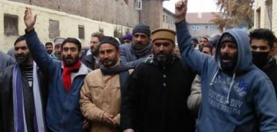 Hurriyet leaders express solidarity with martyrs families in Badgam