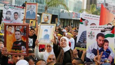 Palestinians prisoners launch hunger strike in Israeli jails