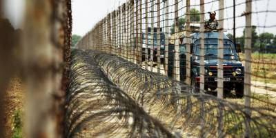 Indian Border Security Forces fire mortar shells into Pakistan