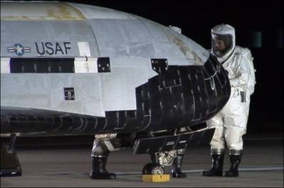 X-37B: USAF secret plane lands after 2 years of space spying