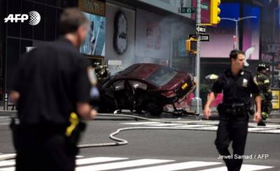 New York Times square crash leaves 1 dead, several injured