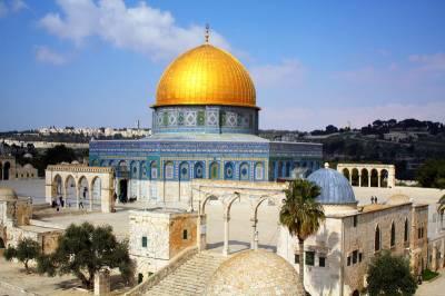 Hundreds of Jews storm Al Aqsa mosque violating it's sanctity