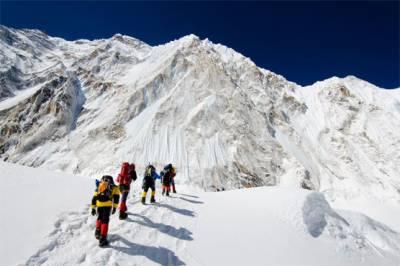 Ma Liyamu: Chinese Muslim woman scales Mount Everest
