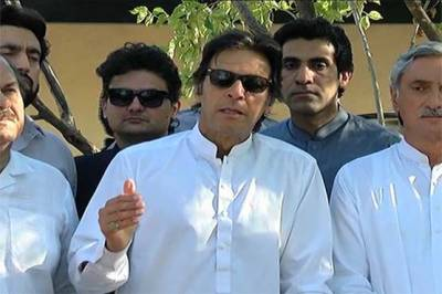 Imran Khan hints at coming to roads to protect Supreme Court