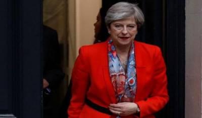Theresa May refuses to resign after losing majority