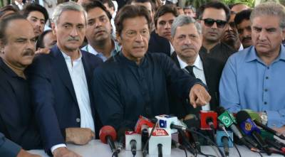 Former FIA Director has evidences of Sharif family corruption: Imran Khan