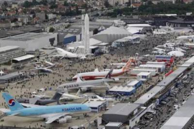 PAF delegation attends 52nd Paris Air Show