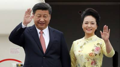 Chinese First lady Peng Liyuan steals the show in Hong Kong