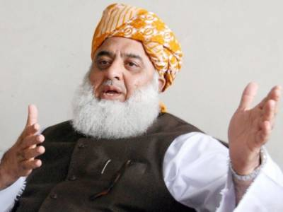 JUI-F Chief Fazal ur Rehman provides his rescue services to Sharif family over Panama case