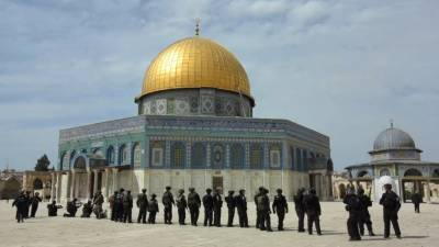 Muslims refuse to enter Al Aqsa mosque due to new security measures by Israeli Forces