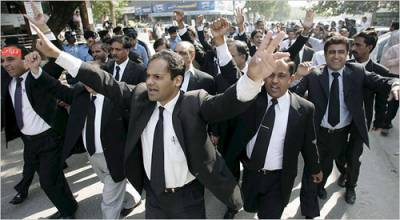 PM Nawaz Sharif troubles to deepen as Lawyers convention has been called on against him