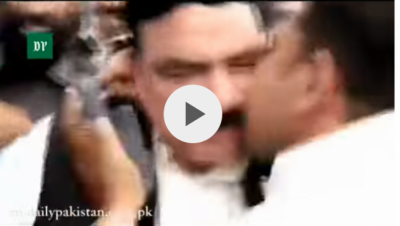 Video: Sheikh Rashid kissed and in return slaps