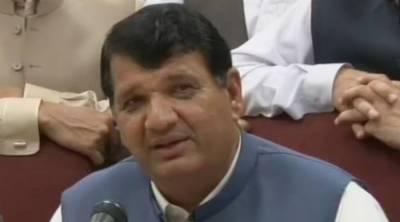 PML-N leader Amir Muqam contacts Ayesha Gulalai