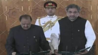 Shahid Khaqan Abbasi takes oath as new PM