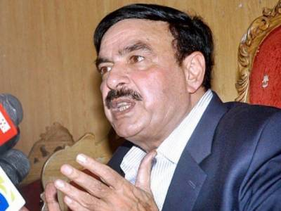 Sheikh Rashid attacked by PML-N workers outside NA