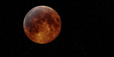 At what time Lunar Eclipse would be visible in Pakistan today
