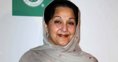 Kalsoom Nawaz signs nomination papers for NA-120 by polls