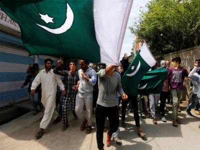 Pakistan flag raised across occupied Kashmir on Pakistan independence day