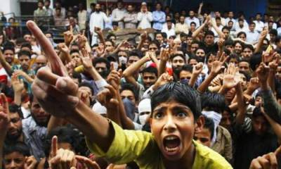 Kashmiris stage huge anti India protests in front of Indian Army, raise pro Pakistan slogans