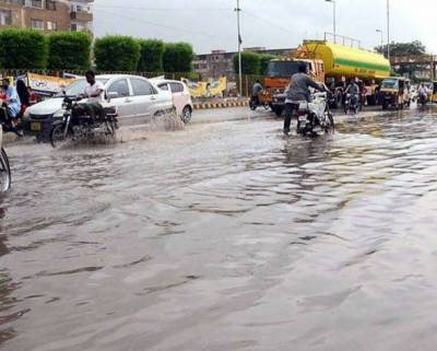 Heavy rains play havoc in Karachi, emergency declared