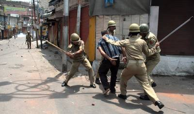 Indian Police convoy in occupied Kashmir ambushed