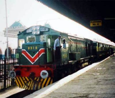Peshawar circular train connecting four districts to run at speed of 220 KPH