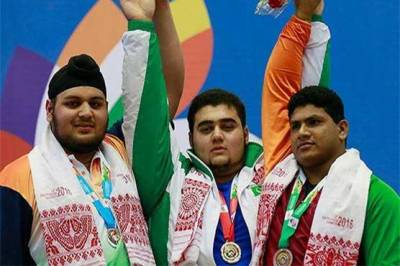 Pakistani wrestler clinches gold medal in Commonwealth games