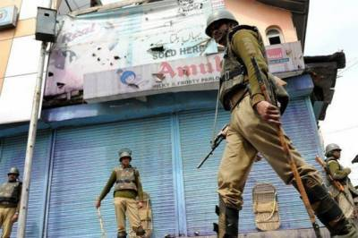 Indian troops martyr two Kashmiri youth, violence erupts in valley