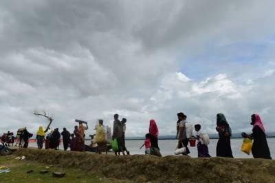Rohingya Muslims boat sinks, at least 99 feared dead