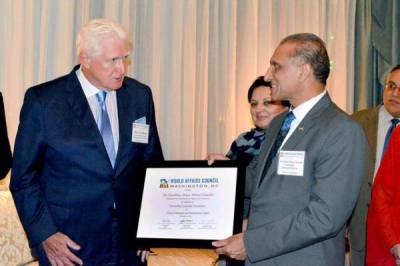 Pakistan Ambassador hosts dinner for World Affairs Council in Washington