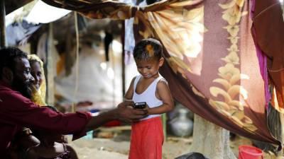Bangladesh slaps ban on Rohingya Muslims