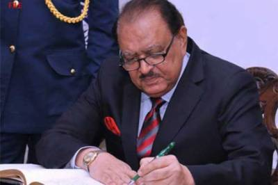 President Mamnoon Hussain enacts electoral reforms bill 2017 on the night of October 2