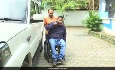 Indian Muslim wheelchair bound called Pakistani for not standing on national anthem