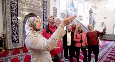 Mosques across Germany opens for non Muslims to dispel common myths about Islam