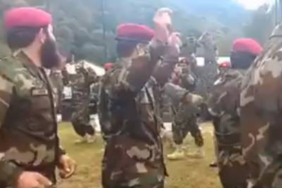 VIDEO: Pakistan - Russian Army soldiers dancing together