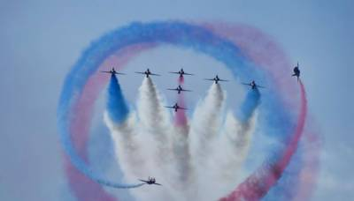 VIDEO: Red Arrows spectacular performance in Karachi