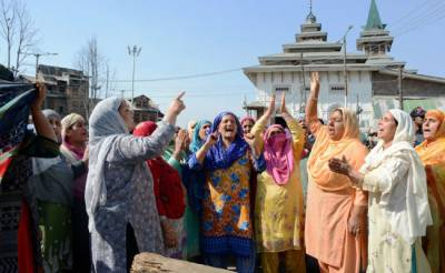 Kashmiri women out on new act of Indian terrorism in occupied Kashmir