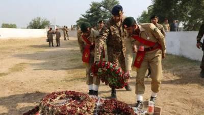 COAS General Qamar Bajwa visits martyred soldier's family