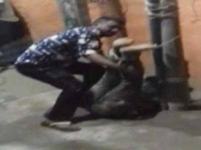 Indian mob tied and thrashed foreigner in New Delhi
