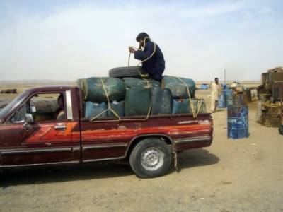 Huge quantity of smuggled Iranian diesel transported in Pakistan