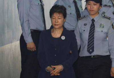 Defence lawyers for S.Korea's Park quit over alleged bias