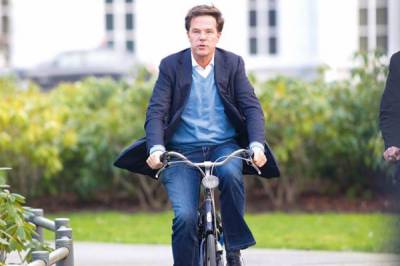 Dutch PM stuns world with his bicycle ride