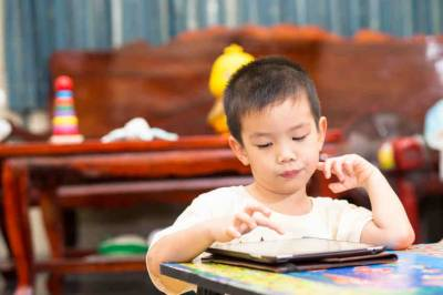 Should small children be banned from watching all screens?