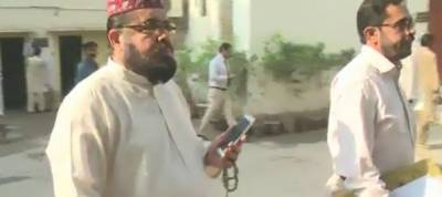 Mufti Abdul Qavi appears before court in Qandeel Baloch murder case