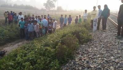 Indian mother along with four daughters thrown out of moving train